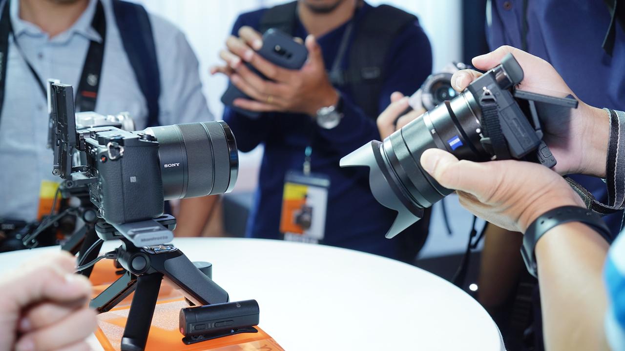 Hinh 2 1 - Sony α6400: Máy ảnh không gương lật có tốc độ lấy nét nhanh nhất thế giới