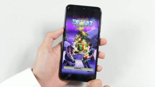 gia Mi Play 600x338 - Bốn triệu đồng: chọn điện thoại chơi game nào?