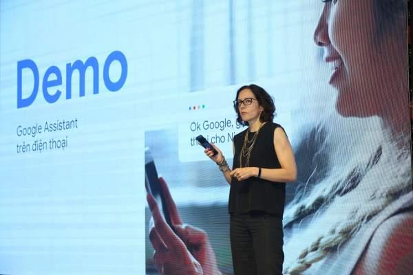 Cô Elin Barnes thử nghiệm trực tiếp các tính năng của Google Assistant Tiếng Việt tại buổi ra mắt 600x400 - 8 điều cần biết về Google Assistant