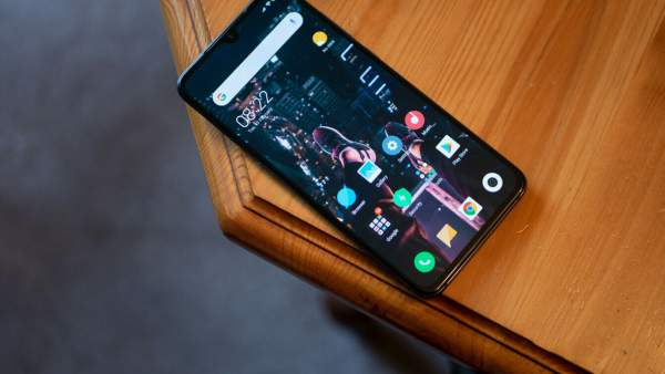 xiaomi mi 9 600x338 - Chọn điện thoại cận cao cấp mới: Oppo Reno hay Xiaomi Mi 9?