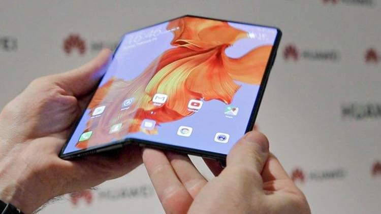 huawei mate x featured 750x422 - Loại virus mới nào khiến 25 triệu thiết bị Android bị lây nhiễm?