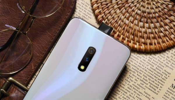 """realme x gia bao nhieu 600x343 - Smartphone camera """"thò thụt"""" giá 6 triệu đồng: Chọn Huawei Y9 Prime hay Realme X?"""