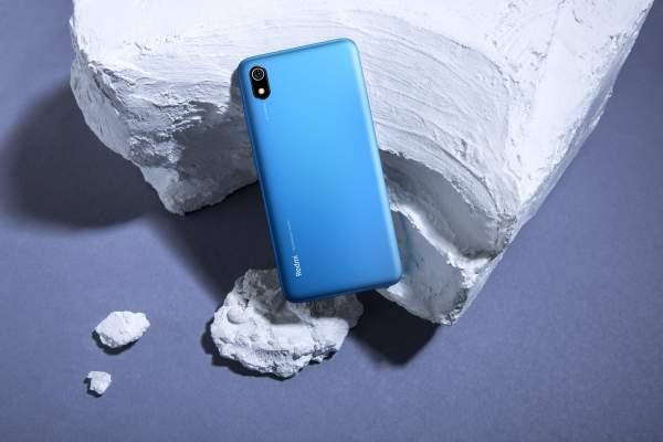redmi 7a gia bao nhieu 600x400 - Smartphone 2 triệu đồng cho học sinh, sinh viên: Vsmart Joy 1 16GB hay Redmi 7A?