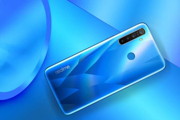 realme 5 Crystal Blue Lifestyle 600x400 - Realme ra mắt Realme 5 và 5 Pro - bộ đôi smartphone trang bị cụm 4 camera