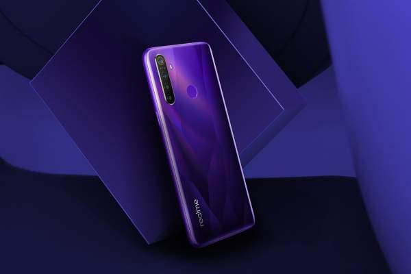 realme 5 Crystal Purple Lifestyle 600x400 - Những smartphone lên kệ tháng 10