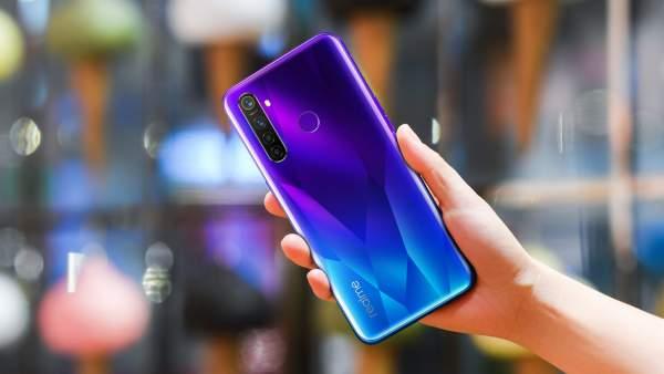 realme 5 Pro Sparkling Blue lifestyle 600x338 - Realme ra mắt Realme 5 và 5 Pro - bộ đôi smartphone trang bị cụm 4 camera