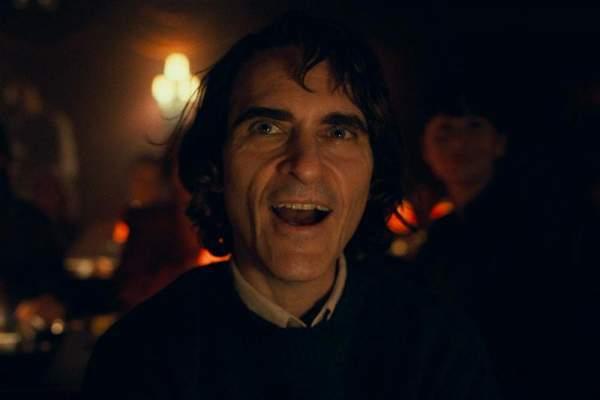https hypebeast.com image 2019 08 joker joaquin phoenix movie six teaser clips second trailer reveal 01 600x400 - Đánh giá phim Joker: Bản ngã của tội ác