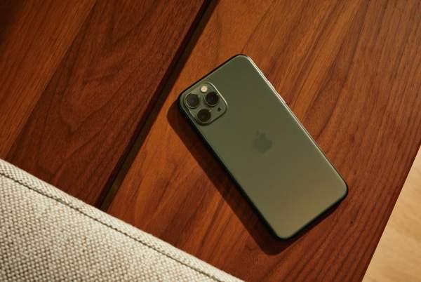 iPhone 11 Pro Review Gear Patrol Lead Slide 6 600x402 - 44 triệu mua được chiếc xe máy, liệu bạn có dùng để mua iPhone 11 Pro Max?