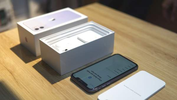 iPhone 11 xach tay 600x338 - iPhone 11 xách tay giảm giá sốc trước ngày hàng chính hãng lên kệ