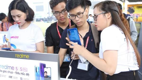 realme 5 pro 600x338 - 27,000 chiếc Realme 5 series đến tay người dùng trong 10 ngày đầu tiên mở bán
