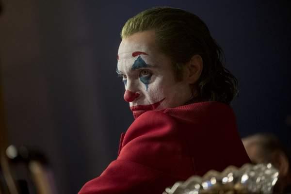 rev 1 JOK 14104r High Res JPEG.0 600x400 - Đánh giá phim Joker: Bản ngã của tội ác
