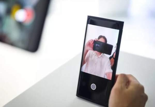 smartphone camera an duoi man hinh 600x416 - Smartphone camera ẩn dưới màn hình chuẩn bị trình làng?