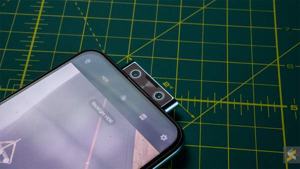 vivo v17 pro front camera pop 600x338 - Chọn smartphone 10 triệu đồng mới: Huawei Nova 5T hay Vivo V17 Pro?