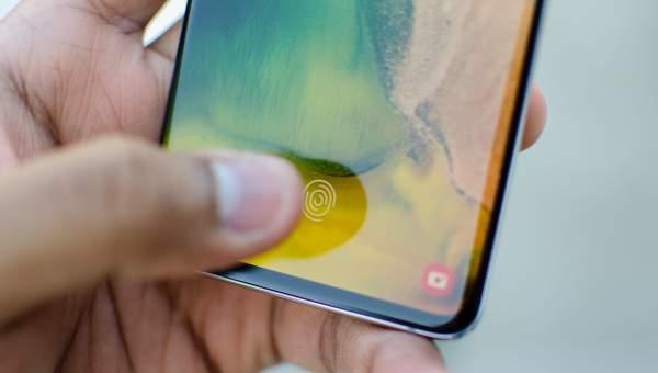 galaxy s10 plus fingerprint xxl 2 2860x1622 600x340 - Vị trí nào lý tưởng cho cảm biến vân tay trên smartphone?