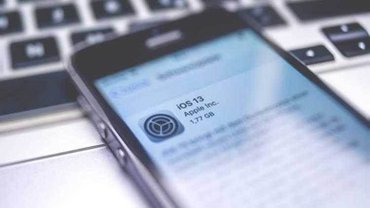 """ios 13 2 2 featured 750x422 - Cách cài app và game bằng """"chứng chỉ số ảo"""" trên iOS 13 jailbreak"""
