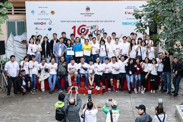 Help-Portrait lần thứ 10 chính thức khai mạc với sự tham gia của hơn 1.000 tình nguyện viên 1