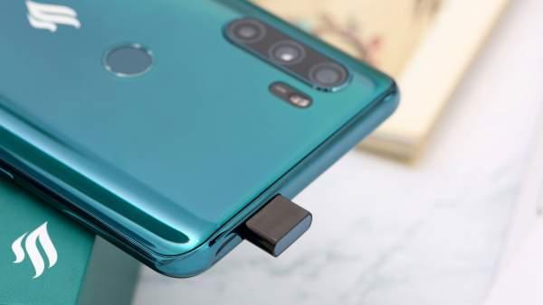 Smartphone màn hình tràn viền 4 triệu: Galaxy A11 hay Vsmart Active 3 5
