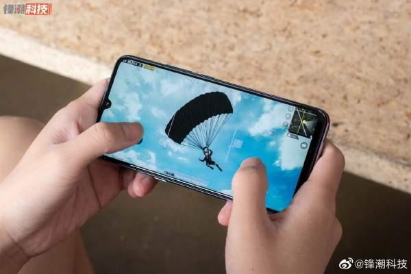 ViVo iQOO 600x400 - Chọn smartphone cấu hình đầu bảng giá rẻ