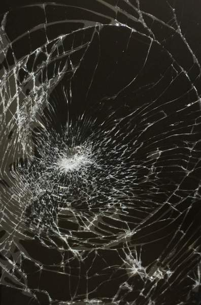 177757 396x600 - Tổng hợp 47 ảnh nền điện thoại màn hình bị vỡ, nứt