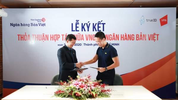 Dai dien VNG va Ban Viet tai le ky ket 600x338 - VNG cung cấp giải pháp xác thực khách hàng điện tử TrueID cho ngân hàng Bản Việt