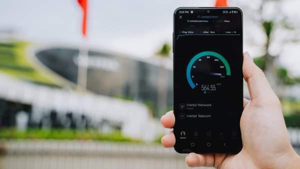 VinSmart phát triển thành công điện thoại Vsmart Aris 5G 2