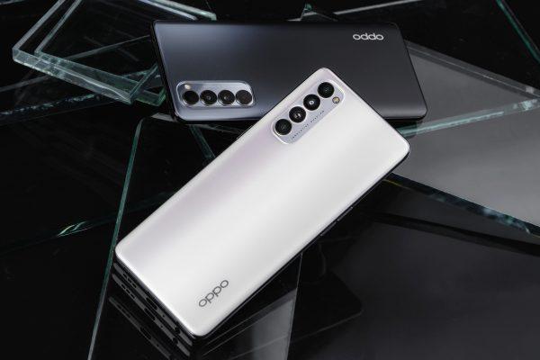 FPT Shop tặng bộ quà trị giá 2,99 triệu đồng cho khách đặt mua OPPO Reno4 Series 3