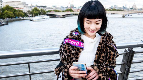 Chuyên gia của Tinder khuyên gì khi lần đầu hẹn hò trực tuyến qua video? 2