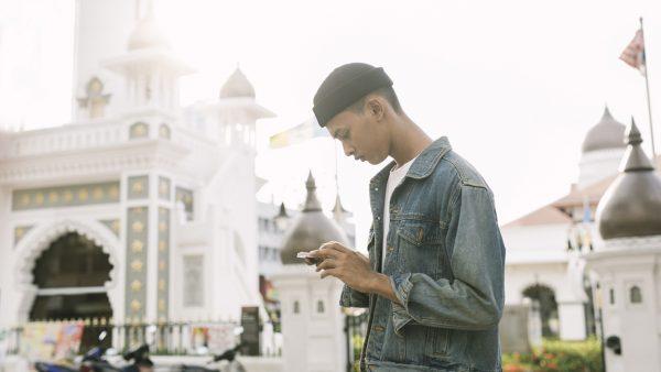 Chuyên gia của Tinder khuyên gì khi lần đầu hẹn hò trực tuyến qua video? 1