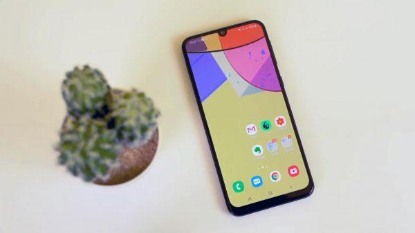 Chọn điện thoại pin 6.000mAh: Realme C12 hay Galaxy M21? 2