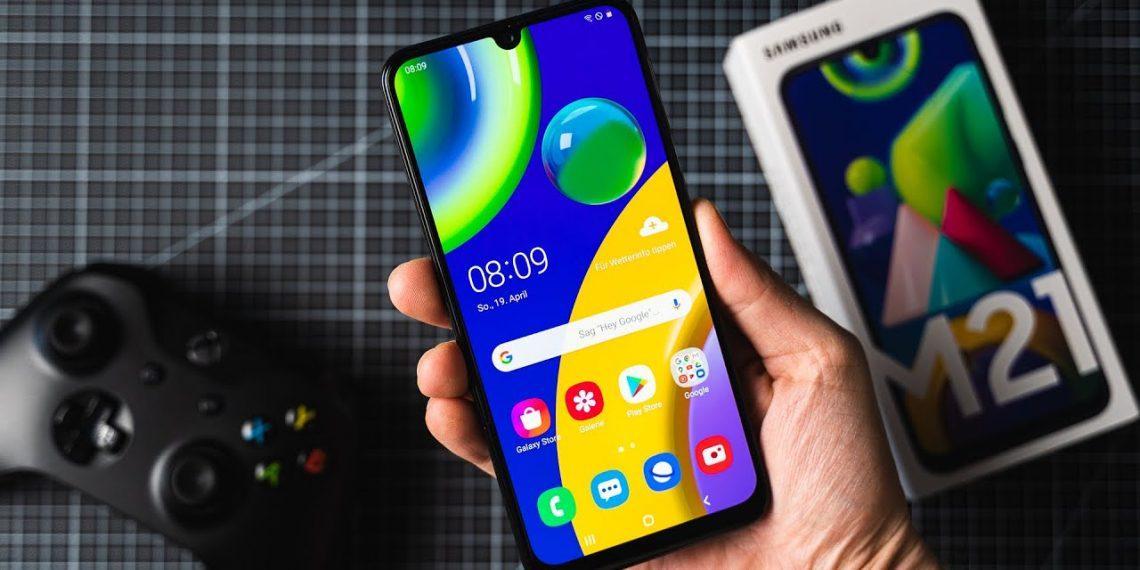 Chọn điện thoại pin 6.000mAh: Realme C12 hay Galaxy M21?