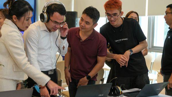 """Thanh niên ứng dụng trí tuệ nhân tạo đổi mới trải nghiệm người dùng qua dự án """"Báo thông minh"""" 3"""