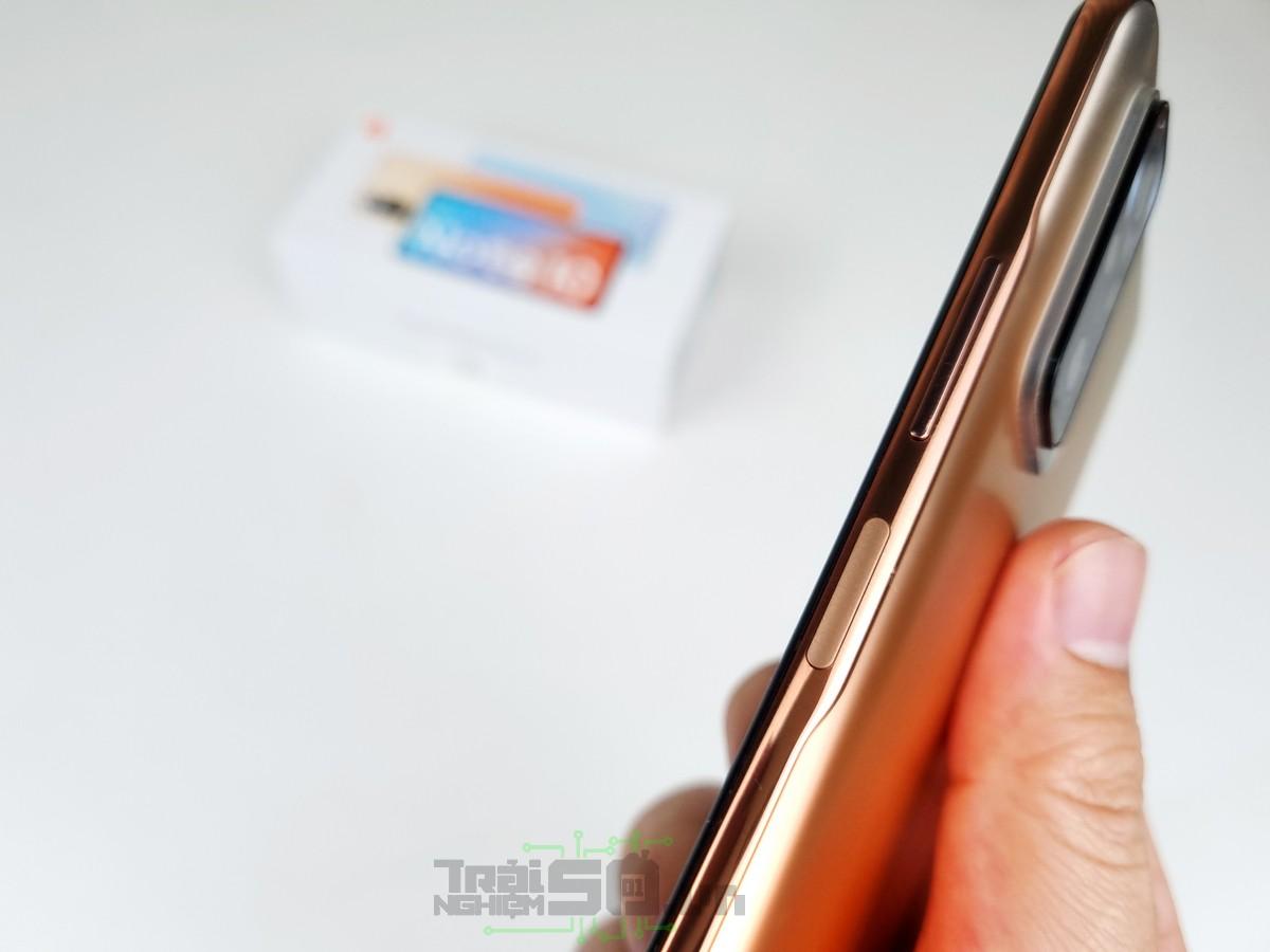 Cảm biến vân tay được đặt ở cạnh bên của Redmi Note 10 Pro