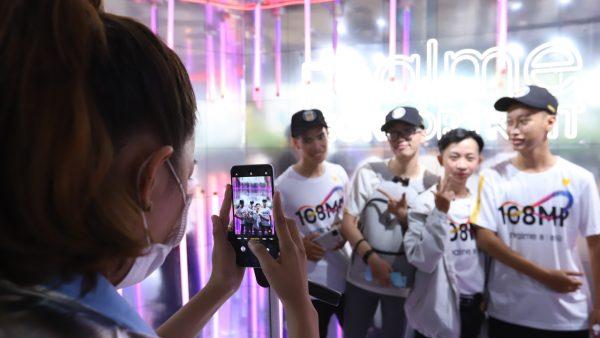 realme công bố giá bán chính thức realme 8 series, tổ chức không gian trải nghiệm hoành tráng cho giới trẻ