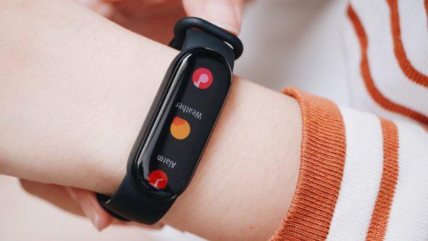 FPT Shop tặng cân Mi Smart Scale 2 trị giá 390 nghìn đồng cho khách hàng đặt trước Mi Smart Band 6